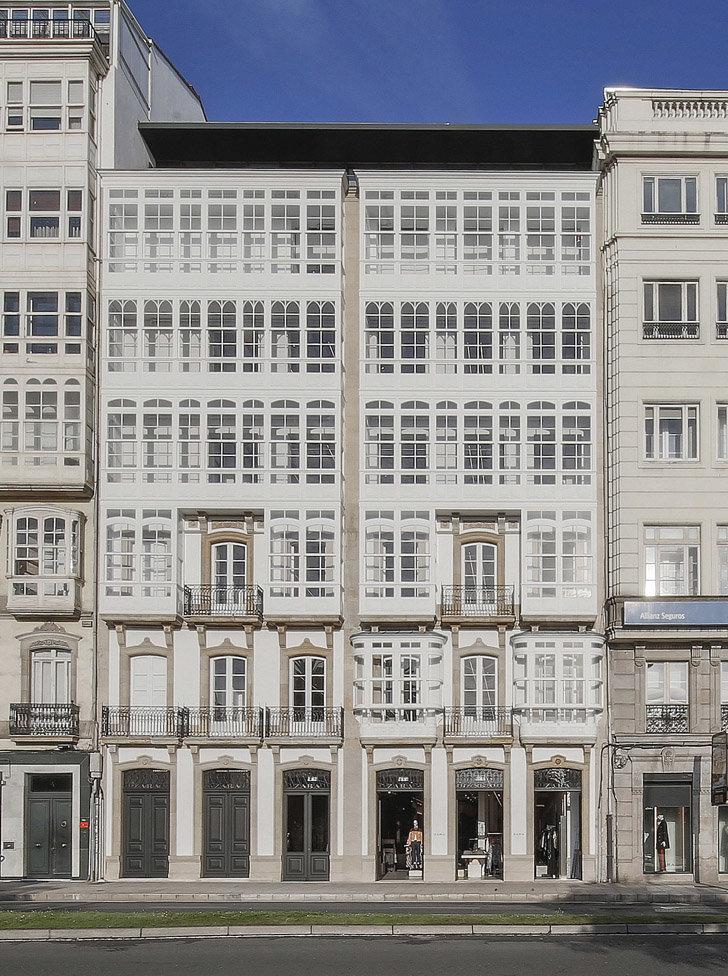 Zara abre una de sus tiendas m s emblem ticas en el for Zara santiago de compostela