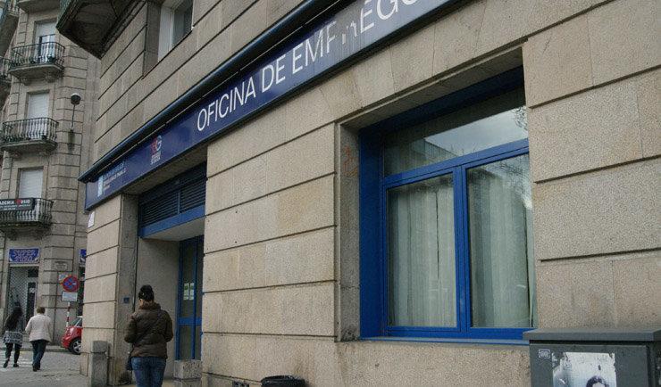 El paro baj en galicia en personas en el mes de for Oficina empleo ourense