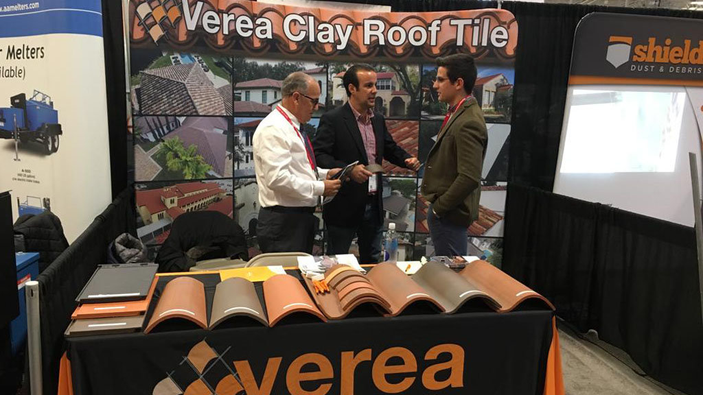 Stand de Cerámica Verea en la International Roofing Expo.